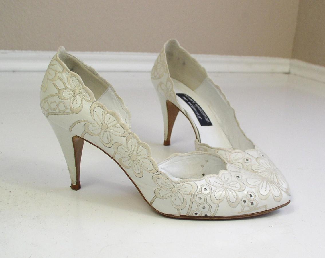 0d24cb3edc14811 Выбираем свадебные туфли по фасон платья. Виды современных свадебных платьев.  модная женская обувь